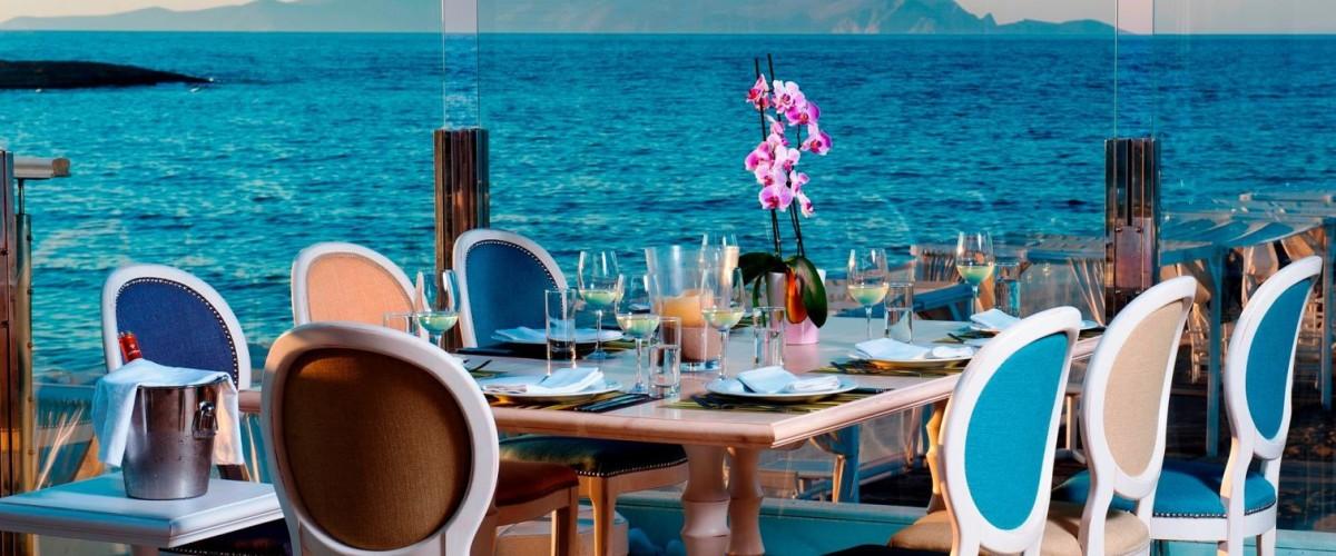 """Ξενοδοχείο Knossos Beach Bungalows & Suites – Εστιατόριο """"Swell"""""""