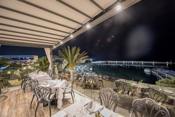 """Ξενοδοχείο Nana Beach, εστιατόριο a la carte  """"Zorbas"""""""